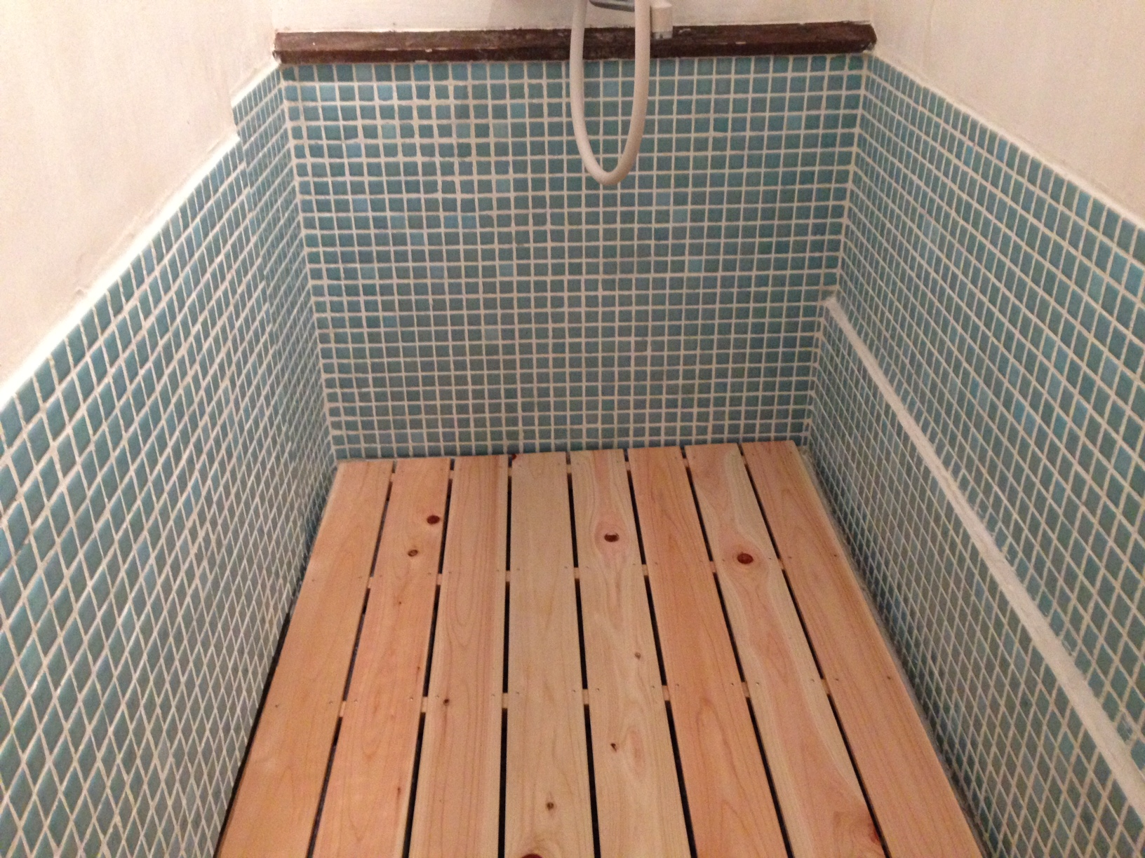 シャワールームにタイル貼りました(2016年冬眠中の大仕事)