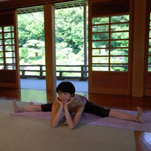 yoga-teacher-naomi